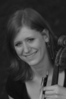 Katrin Burger, Viola, studierte Performance bei Christoph Schiller in Basel und Orchester-Master bei Isabel Deplazes-Charisius in Luzern. - Katrin_Burger